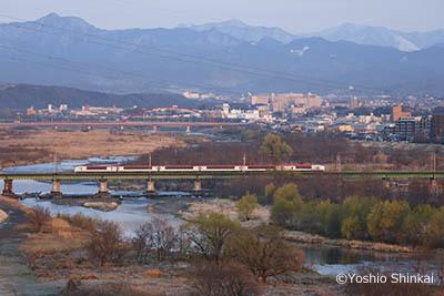 中央線と多摩川.jpg