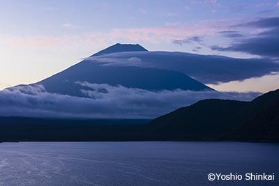 本栖湖 富士山の朝.jpg