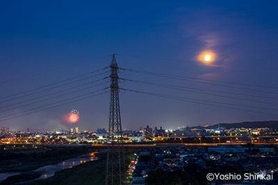 満月と花火.jpg