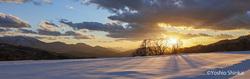 雪原と夕陽.jpg